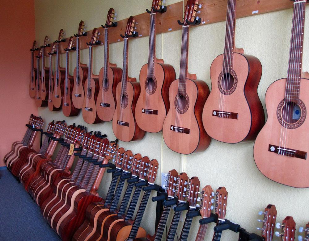 Bild 3 | Gitarren aufbewahren (2 Ebenen)